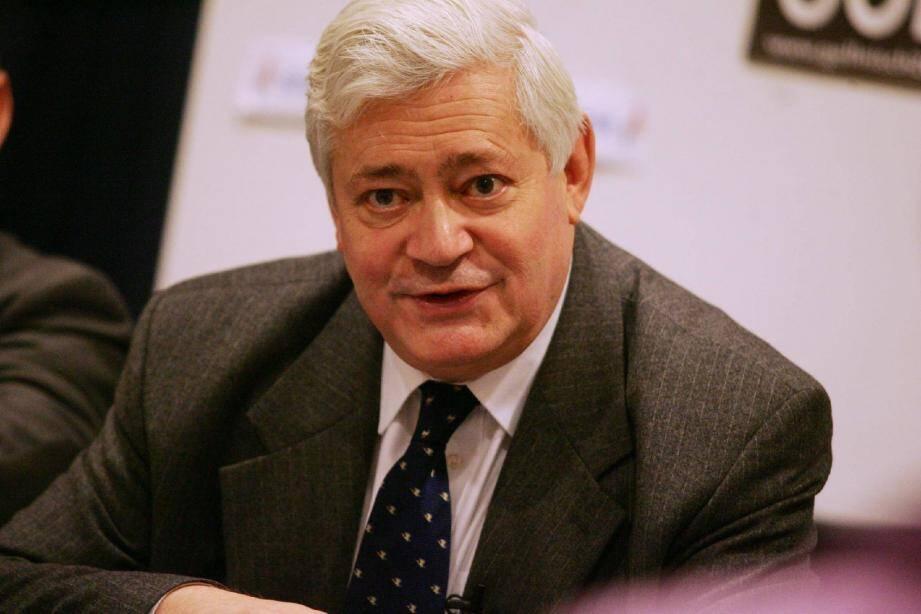 Selon Bruno Gollnisch, l'actuel député Jean-Pierre Giran (UMP), qui brigue un nouveau mandat, « est le représentant d'une politique qui a totalement échoué. Il encourt donc une sanction politique. »