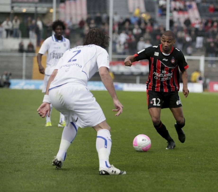Elliot Grandin et les Niçois vont affronter le Losc qui a remporté six de ses sept derniers matchs en Ligue 1.