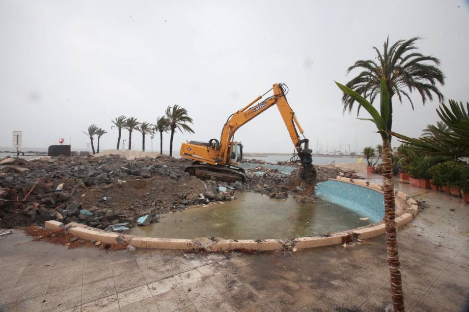 Faire « plage nette » pour laisser l'espace à un nouveau concept d'établissement festif et respectant la nouvelle réglementation sur les établissements de plage.
