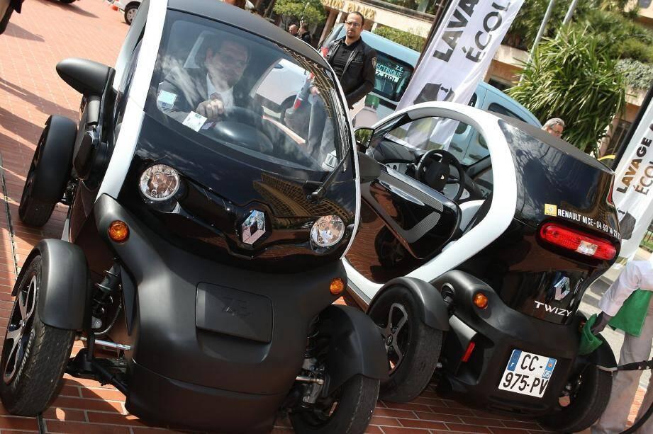 Petite vedette de la voiture écolo, la Renault Twizy est un véhicule urbain deux places.