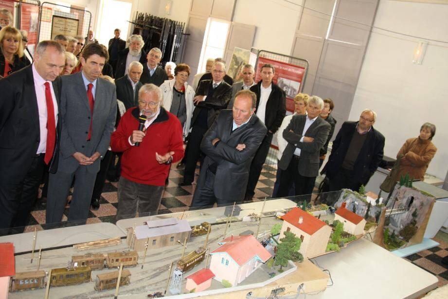 Maurice Lhubat a présenté sa maquette, reproduction au 1/43e de la gare de tramway de Saint-Martin Vésubie.