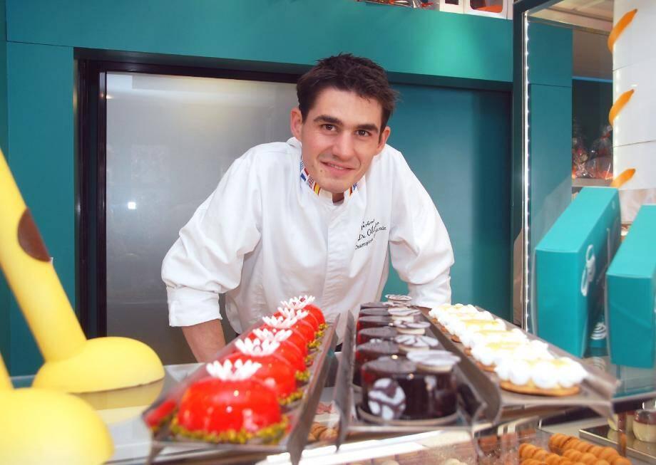 Dans son salon de thé boutique « Intuitions », Jérôme de Oliveira laisse libre cours à son imagination et à sa créativité pour développer desserts et pâtisseries originaux.