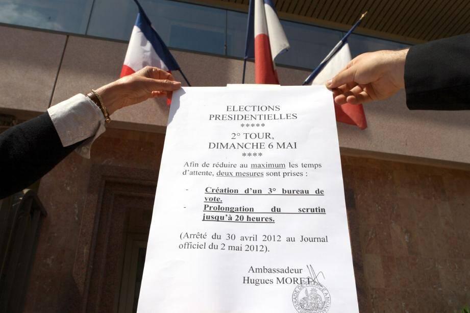 L'arrêté obtenu le 30 avril dernier est affiché sur la façade de l'Ambassade.