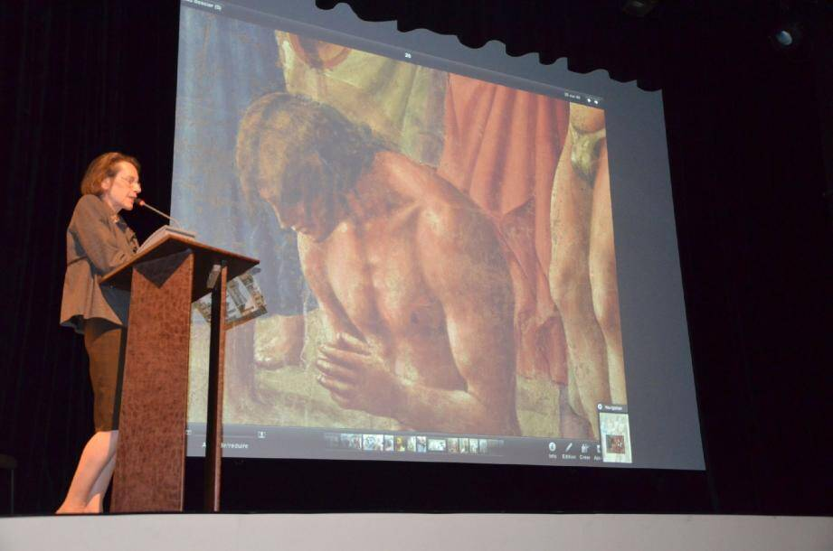 Annie Carletti a souligné les messages et symboliques des œuvres, allant des regards, gestes, jusqu'aux drapés des robes.