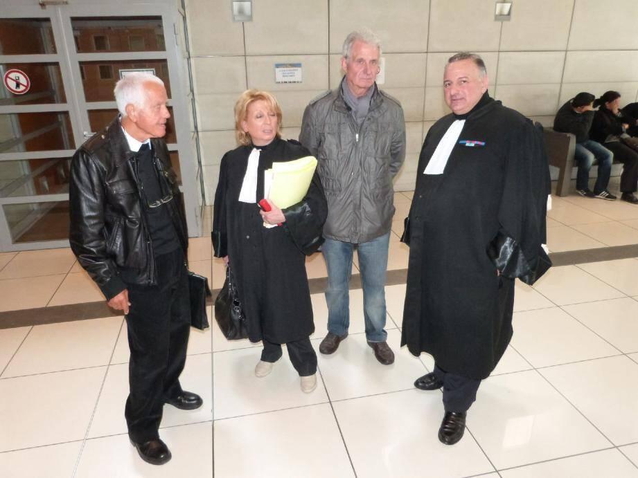 L'ancien maire Jacques Tuticci et le premier adjoint Gilbert Scanella, avec leurs avocats Mes Nobles-Mastellone et Borghini, le 15 avril dernier au palais de justice de Nice.