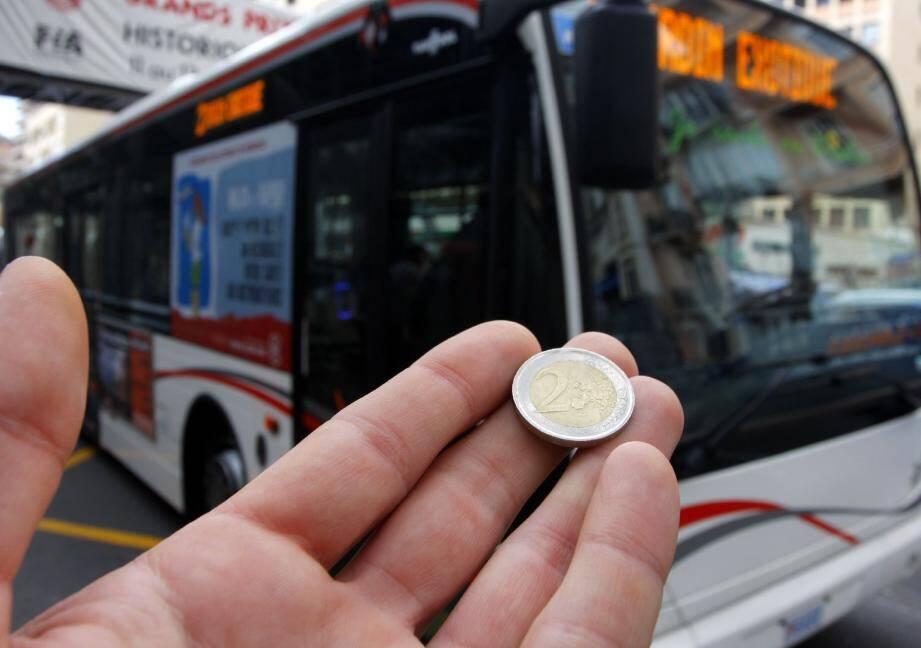Dès le 1er juin, le billet unique pour un trajet de bus sera à 2 euros. Une augmentation de 100 % souhaitée par le gouvernement dans un climat de« prudence budgétaire » .