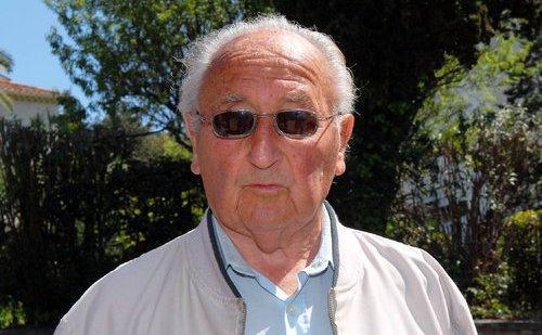 « J'espère qu'il va redresser la France. Oui, je le crois. Il a beaucoup de diplômes… » déclare cet ancien médecin ORL.