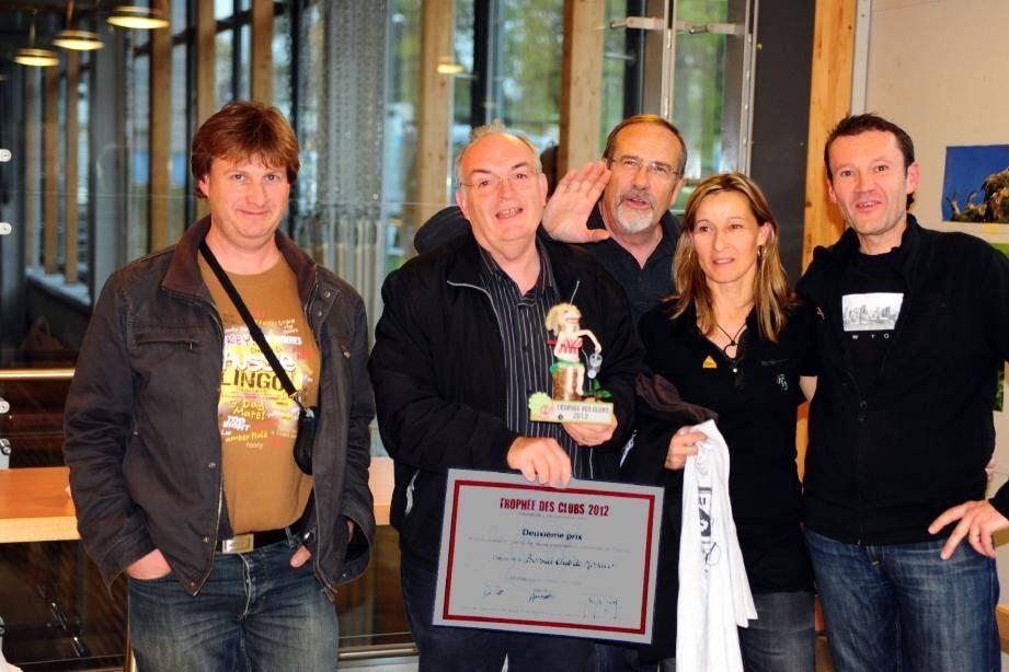 Une distinction pour le Bonsaï Club au Trophée des Clubs à Veyrier en Suisse.