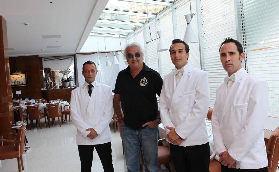 Flavio Briatore hier après midi au Cipriani, le restaurant qu'il lance au Portier, aux côtés d'une partie de son équipe .