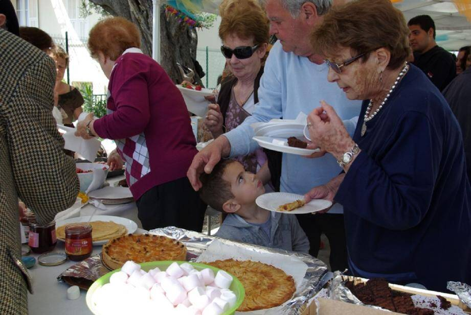 Une fois par an, les habitants des Salines se réunissent, toutes générations confondues pour une grande fête de quartier.