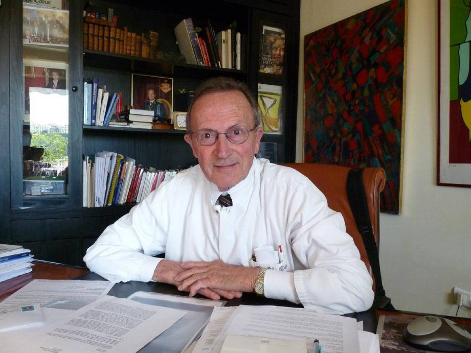 Le docteur Vincent Dor a souhaité créer une unité hospitalière médico-chirurgicale dédiée à la pathologie cardio-thoracique et vasculaire.