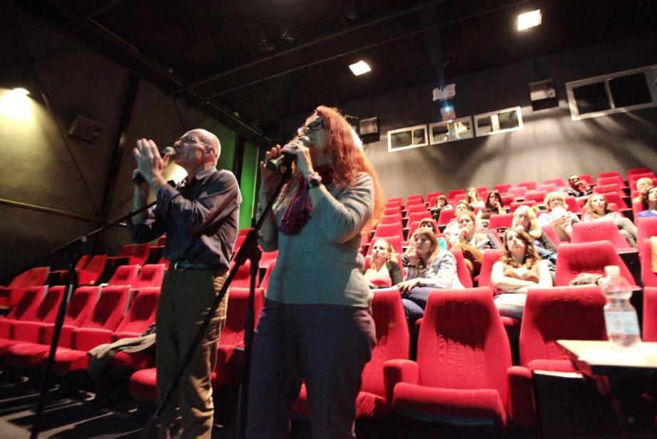 Vincent Violette et Dany Tayarda, comédiens et doubleurs de films et séries télévisées, ont montré en direct leur travail aux étudiants de l'université de Nice Sophia Antipolis, réunis dans la salle Jean-Vigo de l'espace Magnan à Nice.
