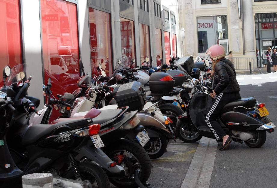 À la mi-avril, on comptabilisait 179 contraventions délivrées par la police municipale de Cannes pour l'année 2012, soit moins de deux par jour.