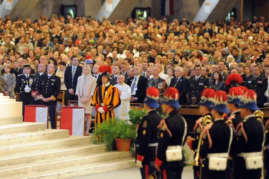 Le souverain a pris la tête d'une délégation monégasque composée notamment de la fanfare des carabiniers.