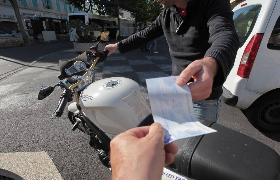 Pour écouler le chèque volé, le malfrat antibois a acheté une moto en se faisant passer pour le propriétaire d'un restaurant du centre-ville.