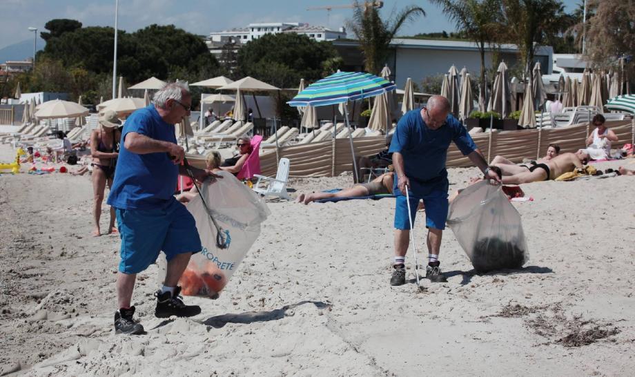Mardi, la plage publique des Pêcheurs a été fermée pour cause de grand nettoyage.