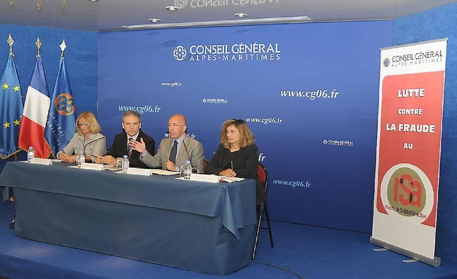 Danièle Desens, présidente de la CAF 06, Yves Fasanaro, directeur général de la CAF 06, Eric Ciotti, président du conseil général des A.-M. et Pascale Viale, chef du service qualité et lutte contre la fraude.(DR)