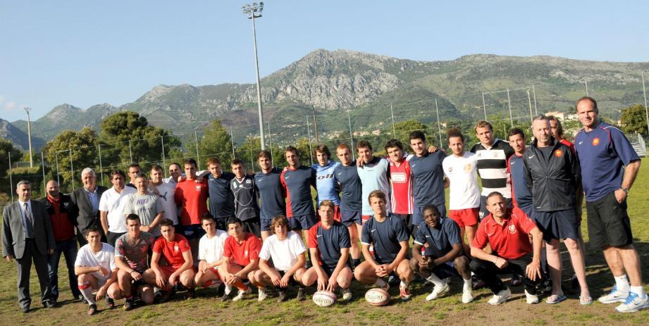 L'équipe de France de développement à sept mélangée aux joueurs de la Fédération Monégasque de Rugby.