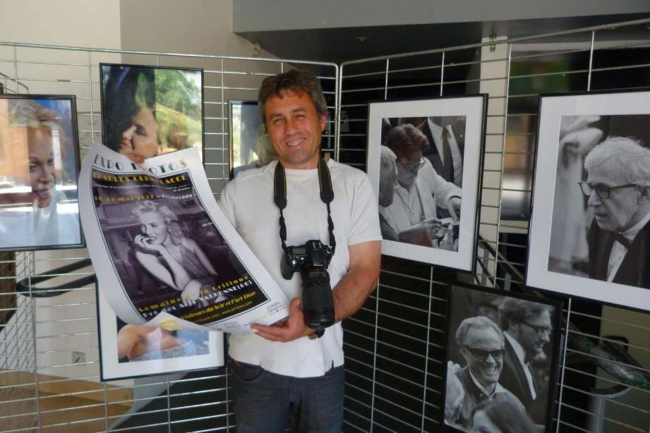 Des photos de stars de Cannes, immortalisées par Charles Cermolacce, vont accueillir le public dès ce soir.