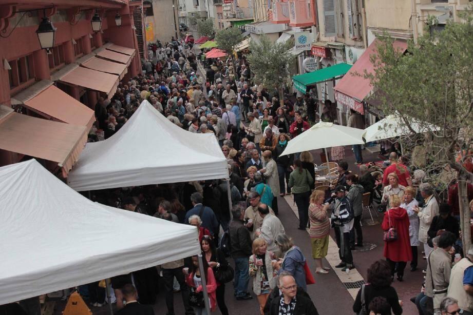 Hier matin de 11 h 30 à 13 heures, le marché Forville a fait le plein non seulement grâce aux étals des producteurs et marchands... Mais également à l'occasion du premier rendez-vous des « Marchés en fête ».