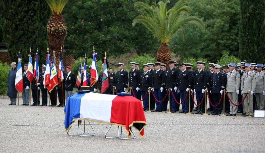 La cérémonie d'adieu au major Laurent Sauzeau-Bertin, décédé à Toulon 14 mai dernier, s'est déroulée à la caserne d'Hyères.