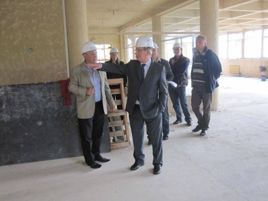 Le sénateur-maire a pu se rendre compte de l'avancement des travaux lors d'une visite de chantier effectuée récemment au cœur du bâtiment en cours de réaménagement.(DR)