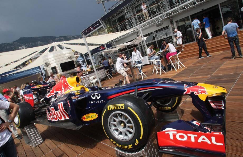 Barge Red Bull - 17121605.jpg