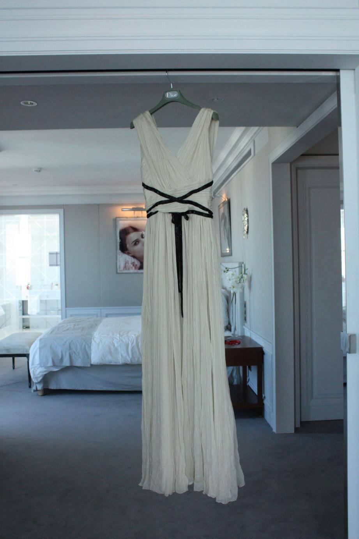 Sur le tapis rouge, Alicia Vikander, actrice principale du film Pure, portaitune robe en mousseline beige prêtée par le showroom Dior.