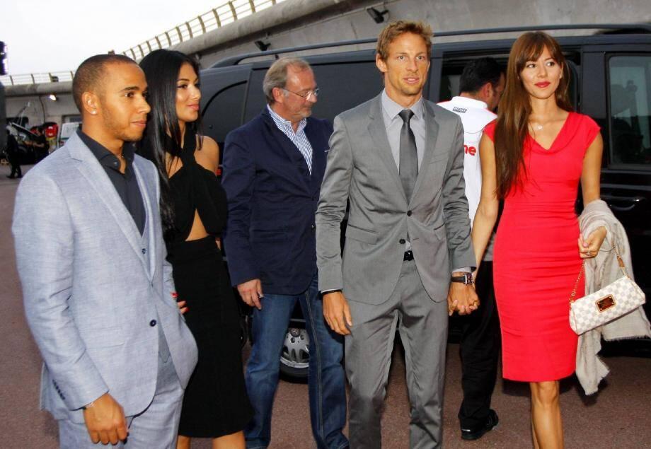 Lewis Hamilton (à gauche) et Jenson Button étaient tous les deux accompagnés de leur petite-amie pour assister à la soirée Hugo Boss.