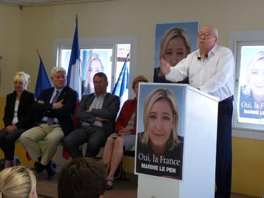 Aux côtés des candidats FN aux législatives, Jean-Marie Le Pen a tenu un discours anti-musulman devant environ 300 militants, hier à Cuers.