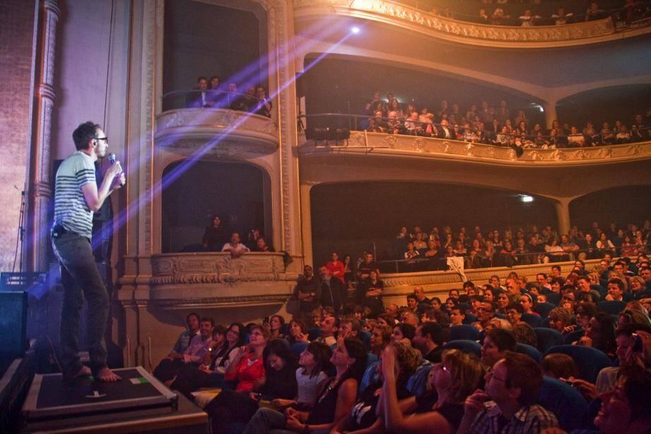 Une vraie communion ! Devant une salle pleine et ultra-enthousiaste, Christophe Willem a chanté sans prise de tête.