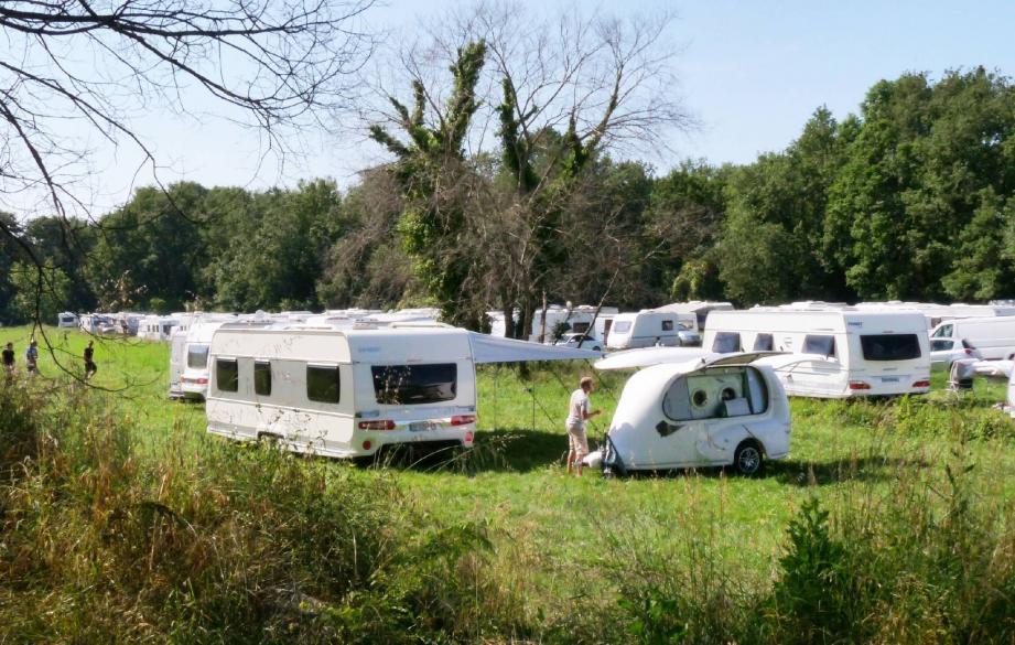 Les caravanes ont commencé à pénétrer dans le parc dans la nuit de dimanche à lundi.