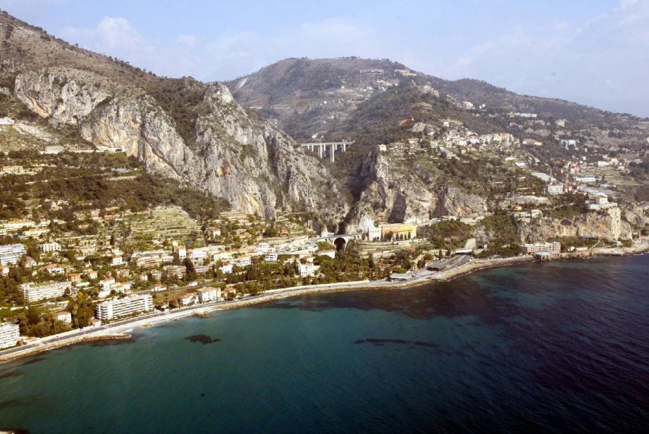 La quatrième circonscription est un territoire particulier. Entre mer et montagne, il est aussi frontalier.