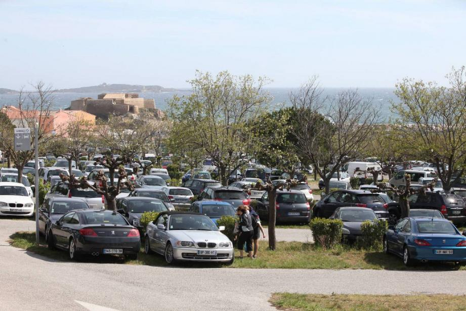 Des places de stationnement supplémentaires vont être créées à la Tour Fondue afin de désengorger la circulation.