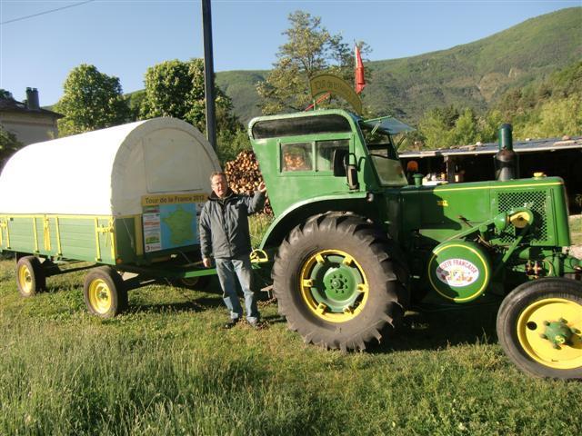 Jeune retraité, Jean-Yves Brochard fait le tour de France en tracteur.