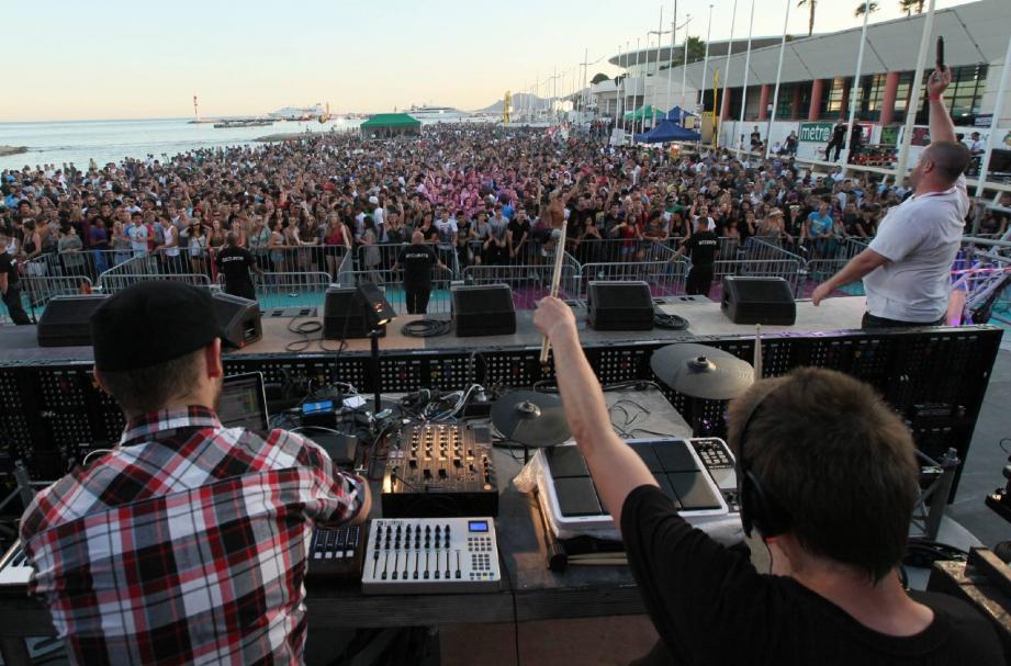 D'avis d'organisateurs et de fêtards, la soirée Dubstep drum&bass, le 20 juillet, a été la meilleure du festival avec près de 12 000 personnes sur le sable.(Photo Patrick Clémente)