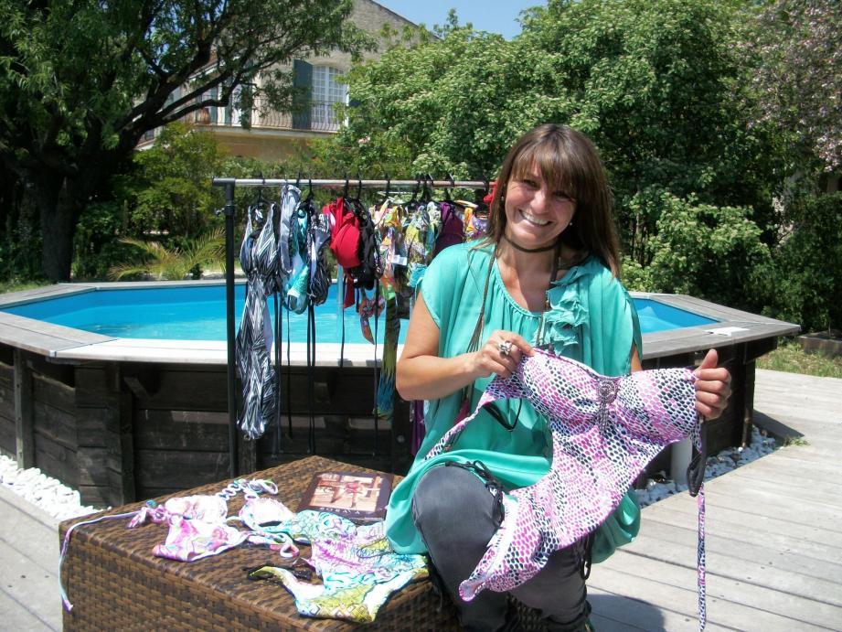 Chantal Diez présente les maillots de la marque Soraya à domicile depuis quatre ans : « C'est créateur d'échanges. » (DR)