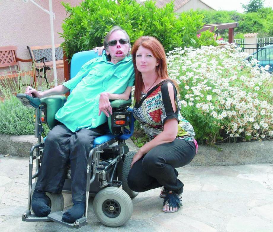 Christian Badoual, ici en compagnie de son amie Marie, affirme que Stéphane Guillon a reconnu être à l'origine de cette demande et se serait justifié en déclarant que la présence d'une personne handicapée peut gêner les personnes « valides » et les empêcher de rire.