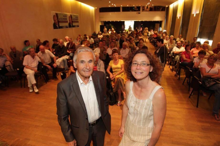 André Aschieri - ici avec sa suppléante Geneviève Fontaine - rêve de retrouver les bancs de l'Assemblée nationale où il a siégé de 1997 à 2002.