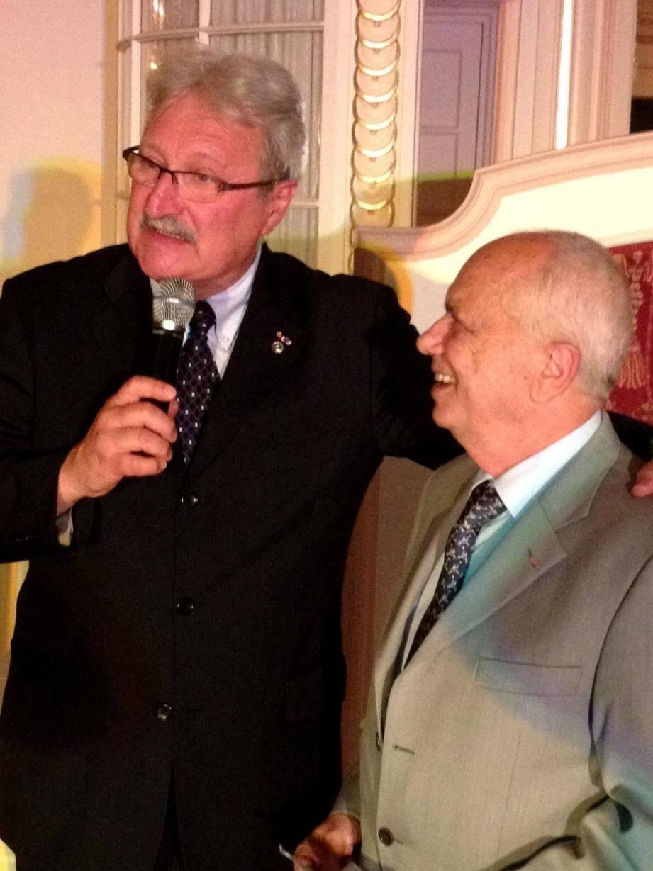 Alain Dorato, président du Kiwanis et Gérard Comman, président d'Athina Ichtyose.