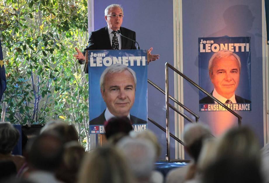 Jean Leonetti hier soir. Dans l'assemblée plusieurs maires du secteur dont Michel Rossi (Roquefort-les-Pins et son suppléant), Alain Gumiel (Vallauris-Golfe-Juan), Jean-Pierre Dermit (Biot)...