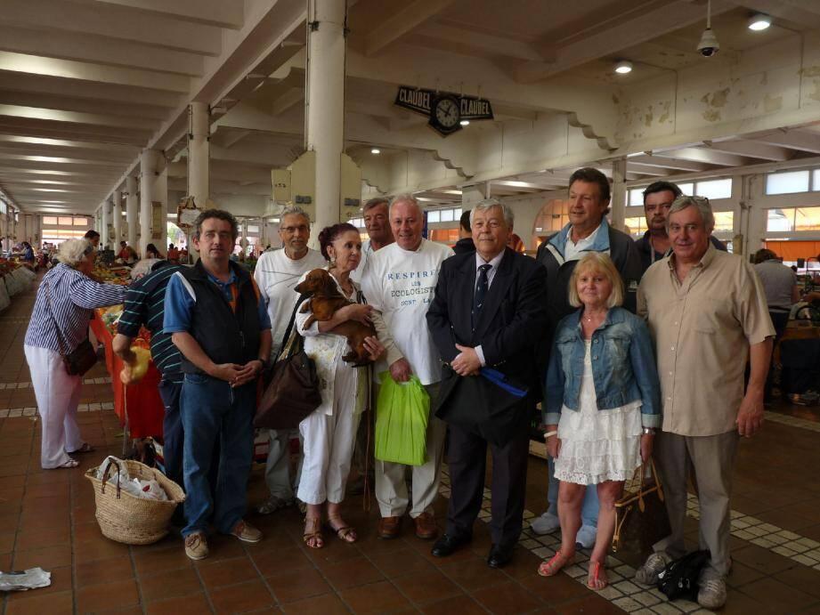 Le candidat du MEI et son équipe étaient hier au marché Forville pour rencontrer les Cannois.