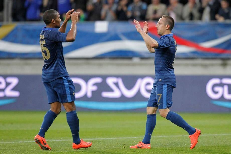 De retour au premier plan sous le maillot bleu, Franck Ribéry (ici, avec Florent Malouda) se sait attendu par les supporters tricolores.
