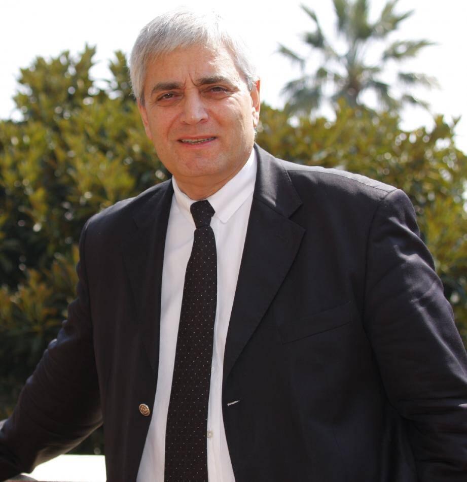 Stéphane Cherki, maire d'Eze, dissident UMP, crédité de 9,63 % dans la 4e circonscription.