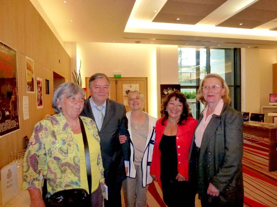 Mady Bellone, présidente de l'UDLVB, Jean-Pierre Mahé, professeur, Annie Mahé, Me Christiane Kevorkian, Gisèle Hugues, conférencière et membre du bureau de l'UDLVB.
