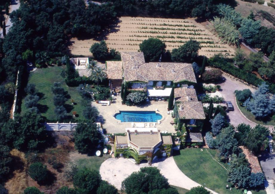 La villa de Flavio Briatore, l'homme d'affaires italien qui fut directeur de Benetton et d'écuries de F1. Aujourd'hui, seuls les hommes d'affaires peuvent s'offrir les joyaux du golfe.