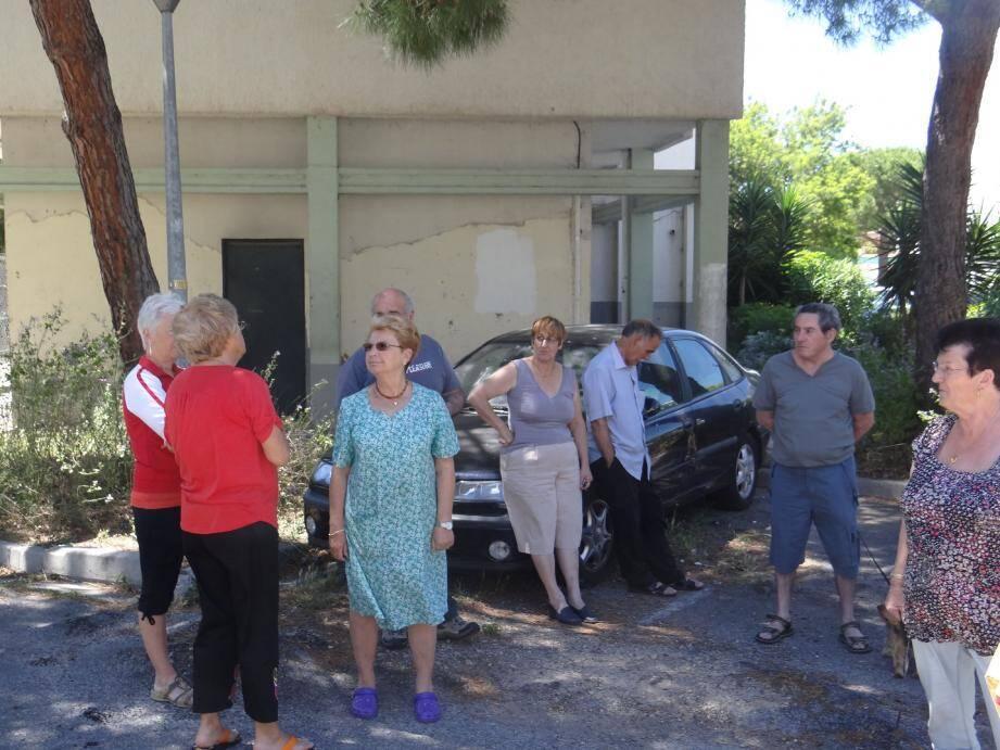Le voisinage s'est réuni pour faire entendre ses doléances auprès du bailleur social.