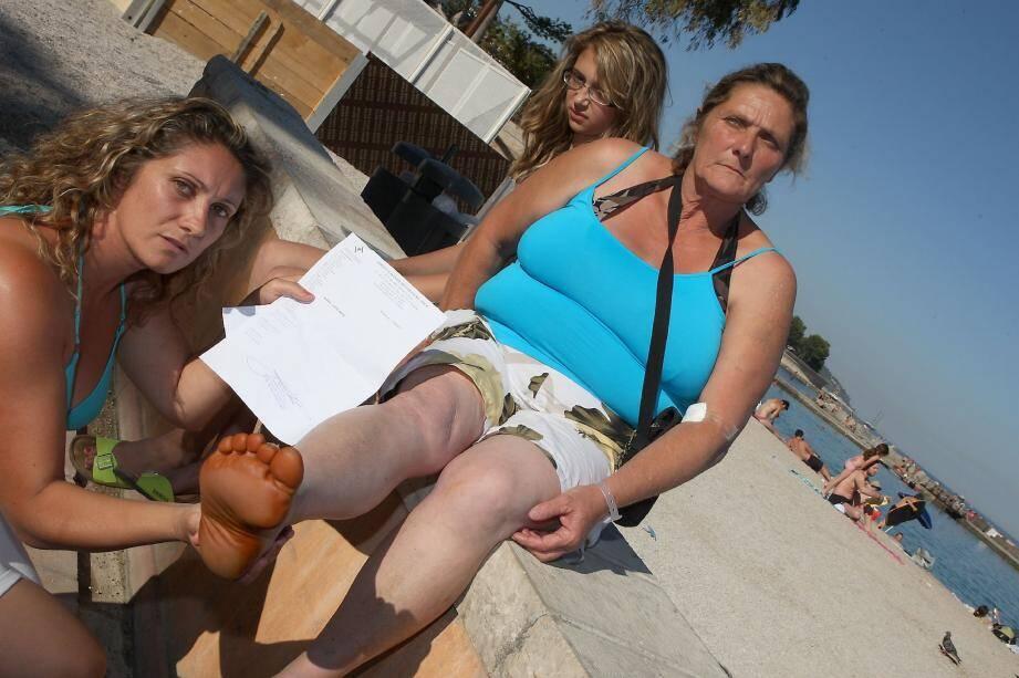Marie-Hélène Schutt a passé de nombreux examens au centre hospitalier Princesse-Grasse hier, après la piqûre d'une seringue sur la plage. Accompagnée de sa fille Angélique, elle est ensuite allée déposer plainte.