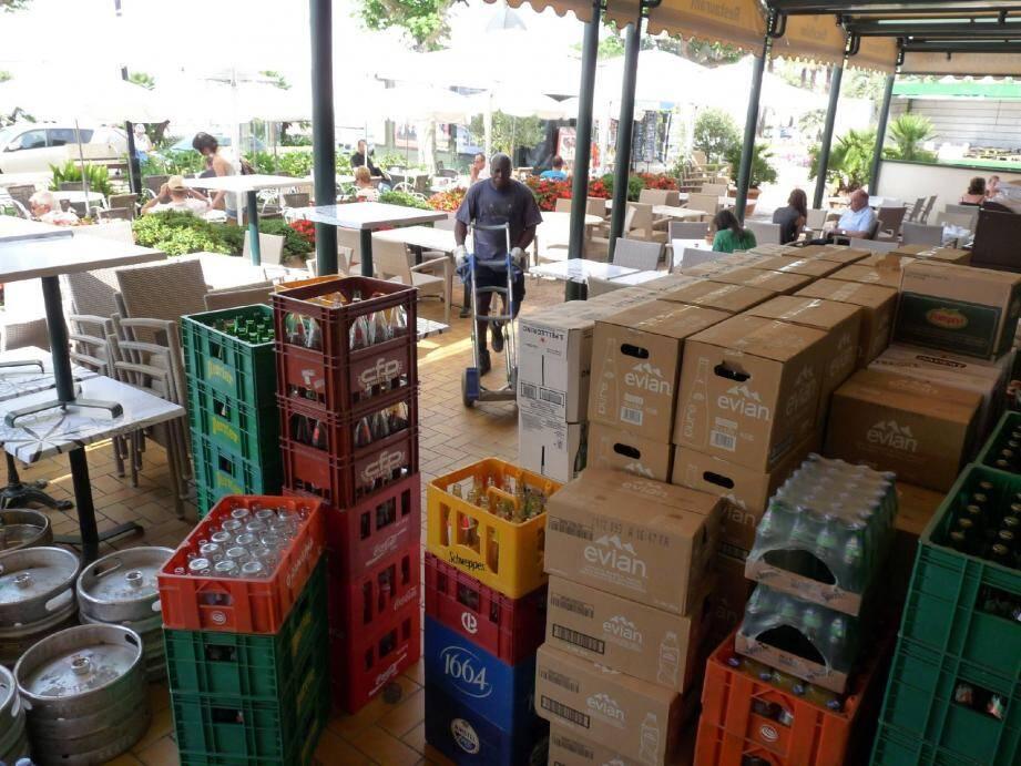 La saisonnalité de la demande implique une organisation sans faille pour les distributeurs, les cafetiers, hôteliers, restaurateurs et plagistes. (DR)
