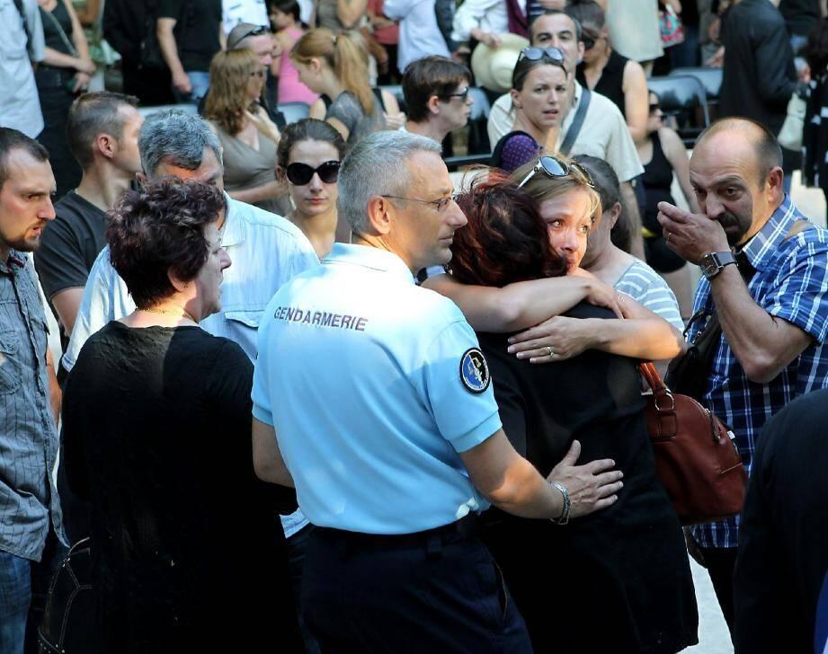 Si la douleur le dispute parfois à la colère chez certains gendarmes,« notre réaction doit être digne », tranche un capitaine. A l'image de l'hommage rendu hier à Pierrefeu.